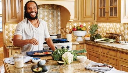 Ziggy Marley, músico jamaiquino, cocina para el cuerpo y la mente.