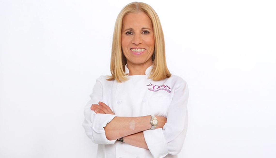 Chef Carmen Gonzalez cruzada de brazos