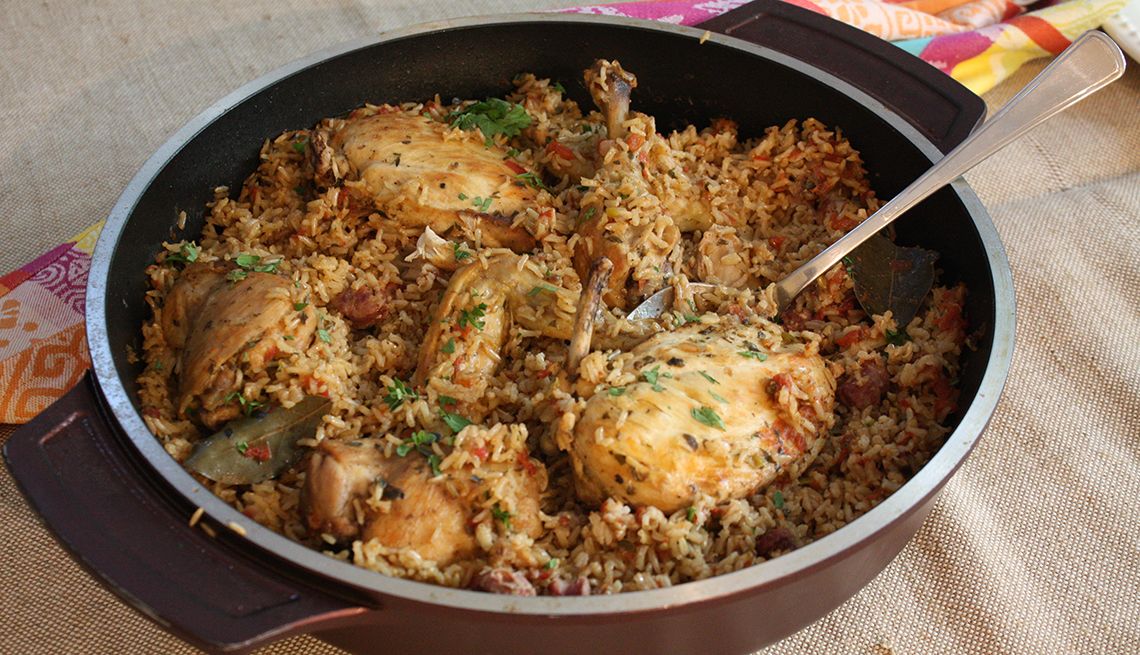 item 5 of Gallery image - Pollo con arroz en un olla de cocina