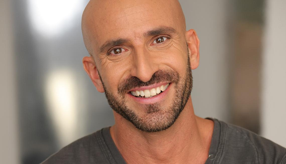 Manuel Villacorta sonríe