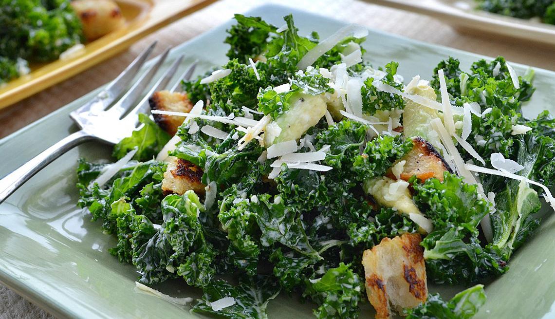 plato de ensalada abundante