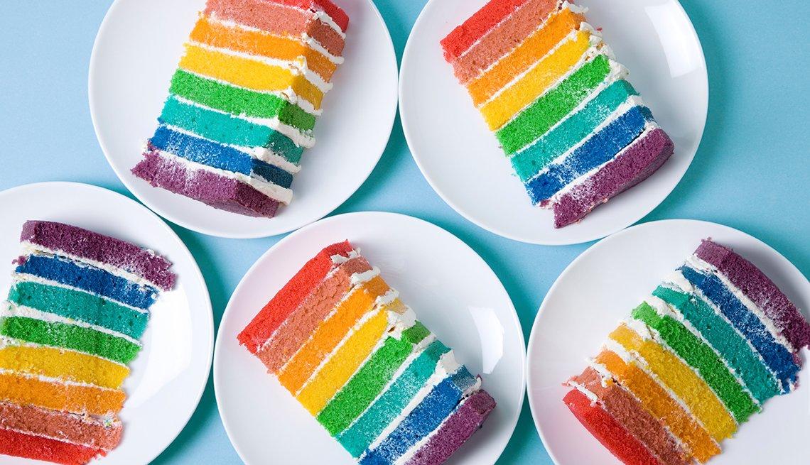 Torta de colores sobre la mesa