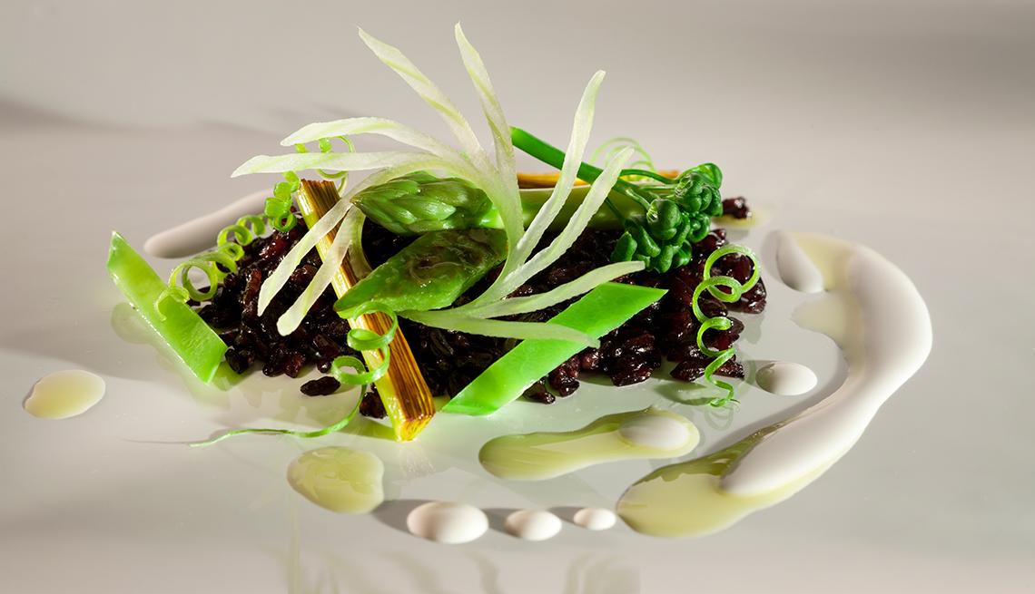 item 4 of Gallery image - Arroz negro crujiente con vegetales verdes y leche de nuez de Brasil