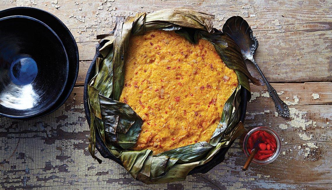 Tamalón - Pastel de tamal relleno de pollo con adobo de chile ancho