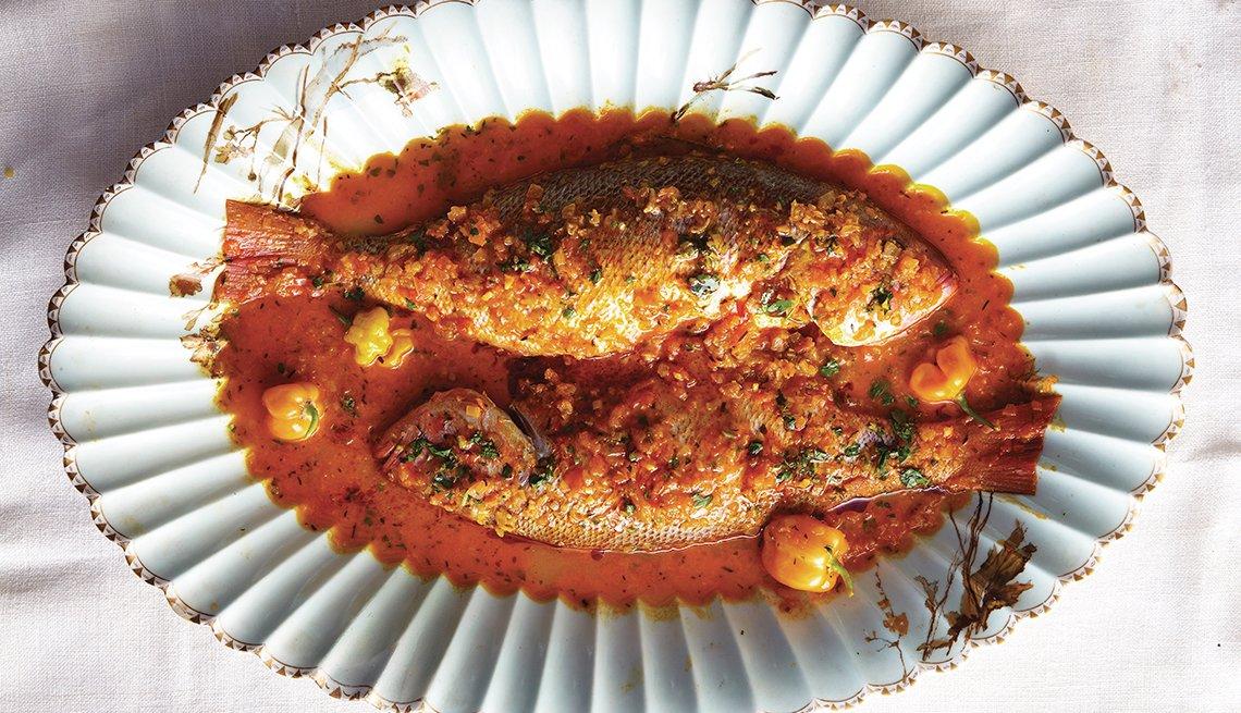 Pargo rojo de Madame Carmelite en salsa criolla picante al estilo Guadalupe