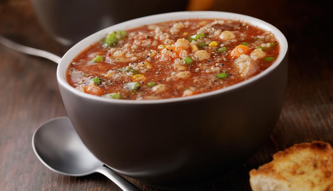 Sopa de quinua y garbanzos con ajíes