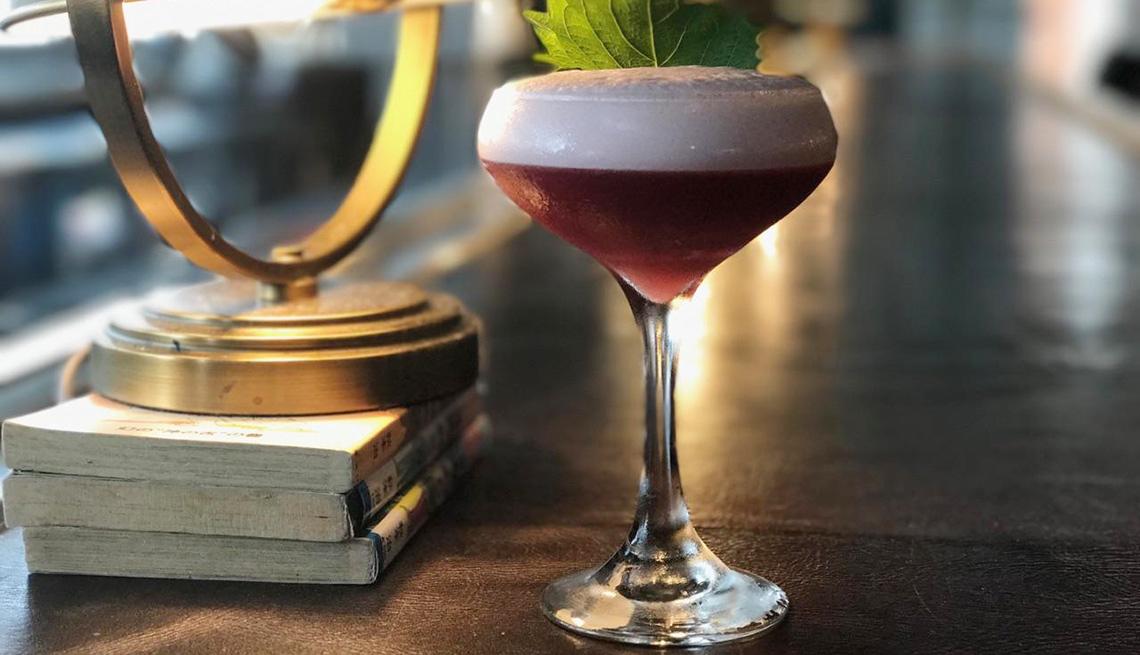 Mocktail Dragonfly sobre la mesa