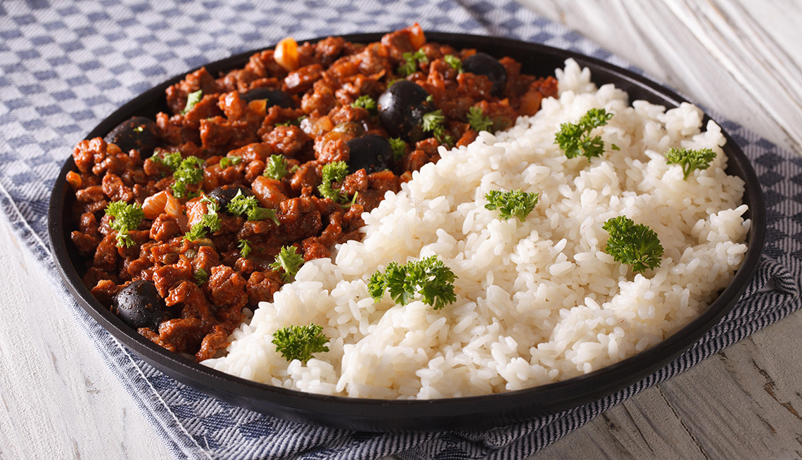 Picadillo con arroz blanco