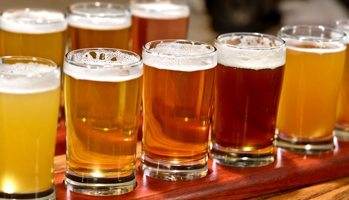 item 8 of Gallery image - Vasos de diferentes cervezas