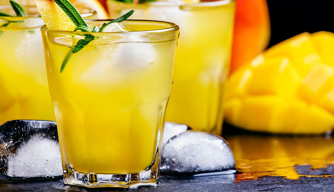 item 9 of Gallery image - Jugo de mango, jengibre y lima