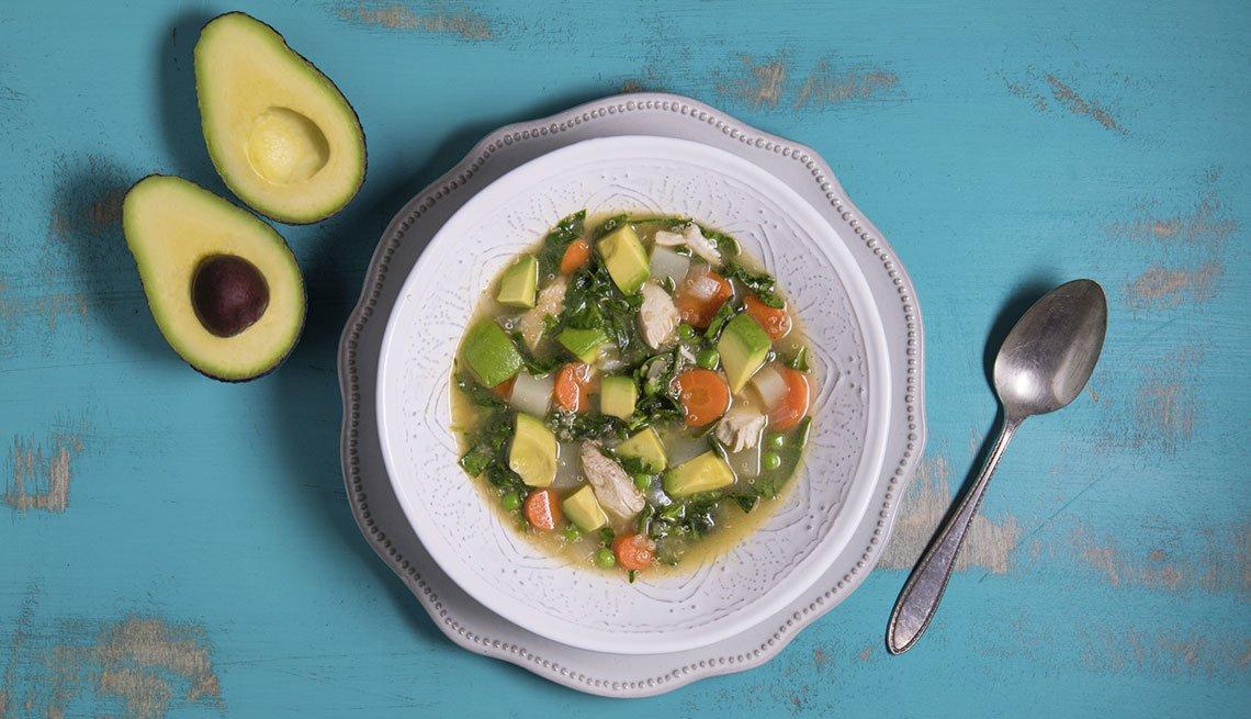 Sopa de quinua y aguacate