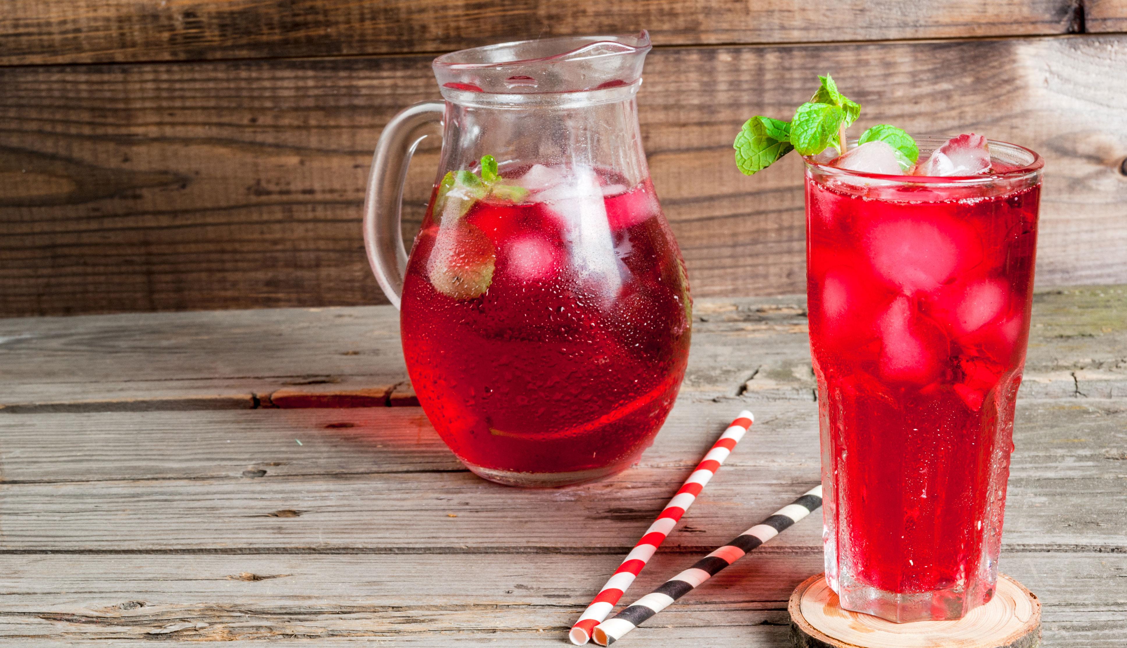 Bebida de hibiscus y jengibre