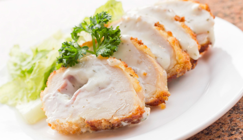 Cordon Bleu de pavo con salsa de chiplote