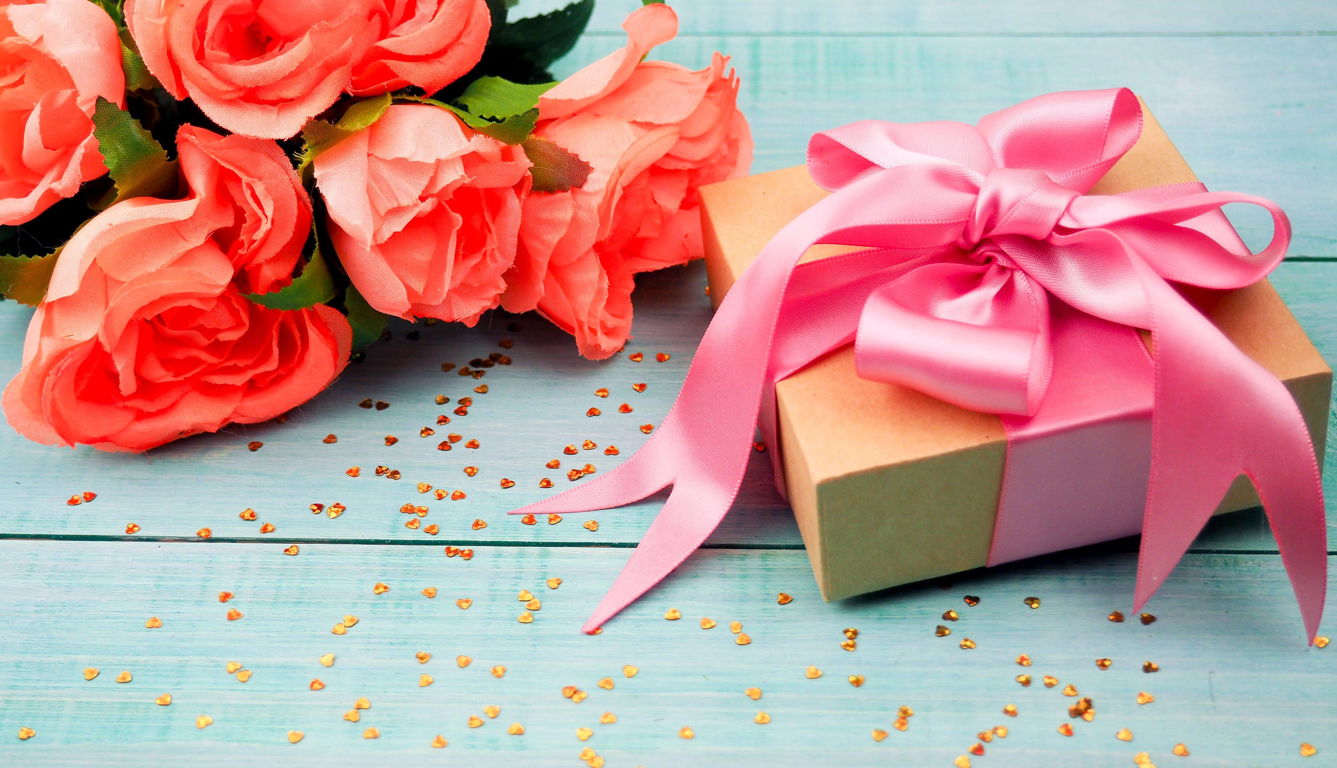 Flores y regalo