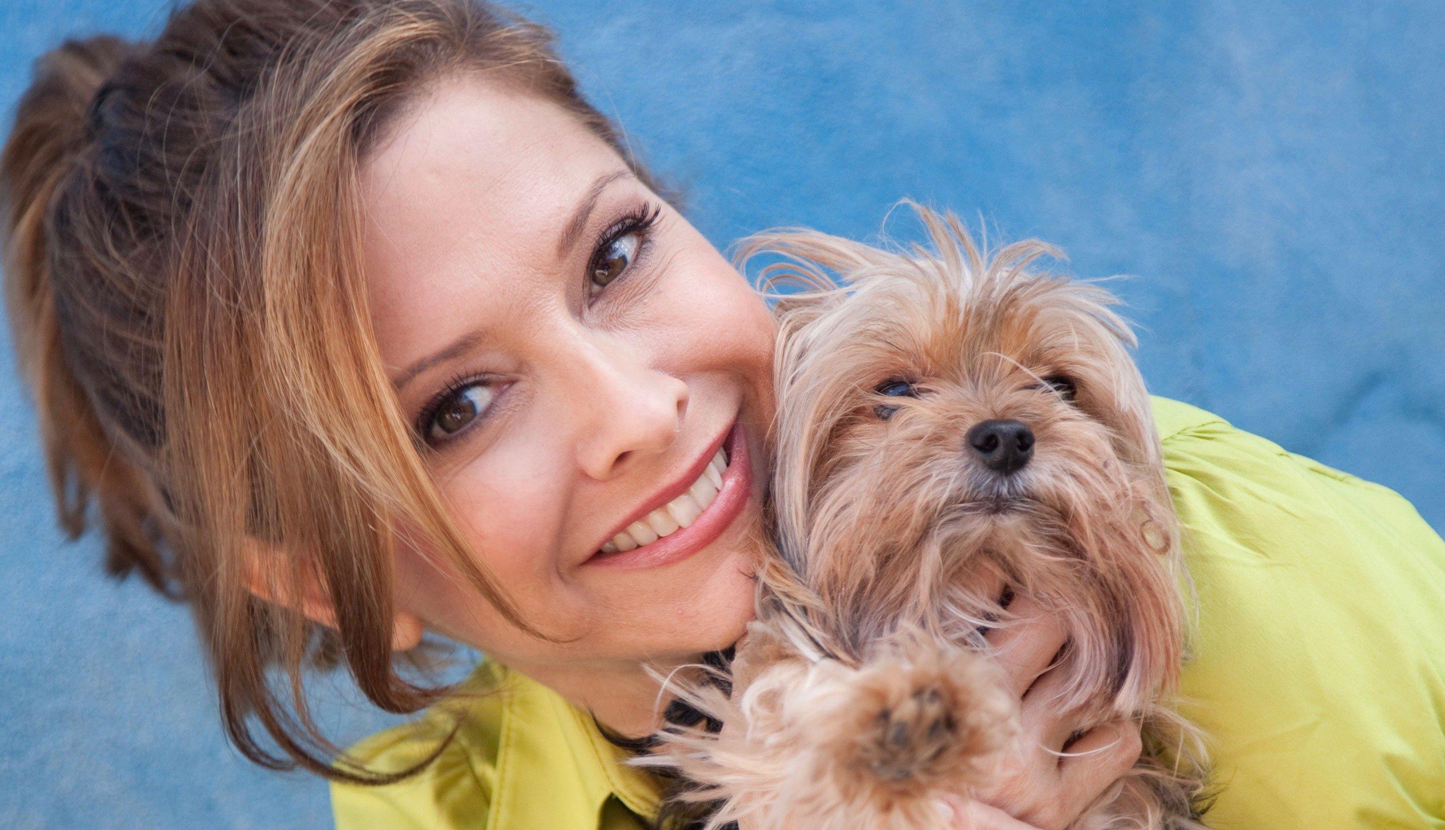 Chef Ingrid Hoffmann y su perro
