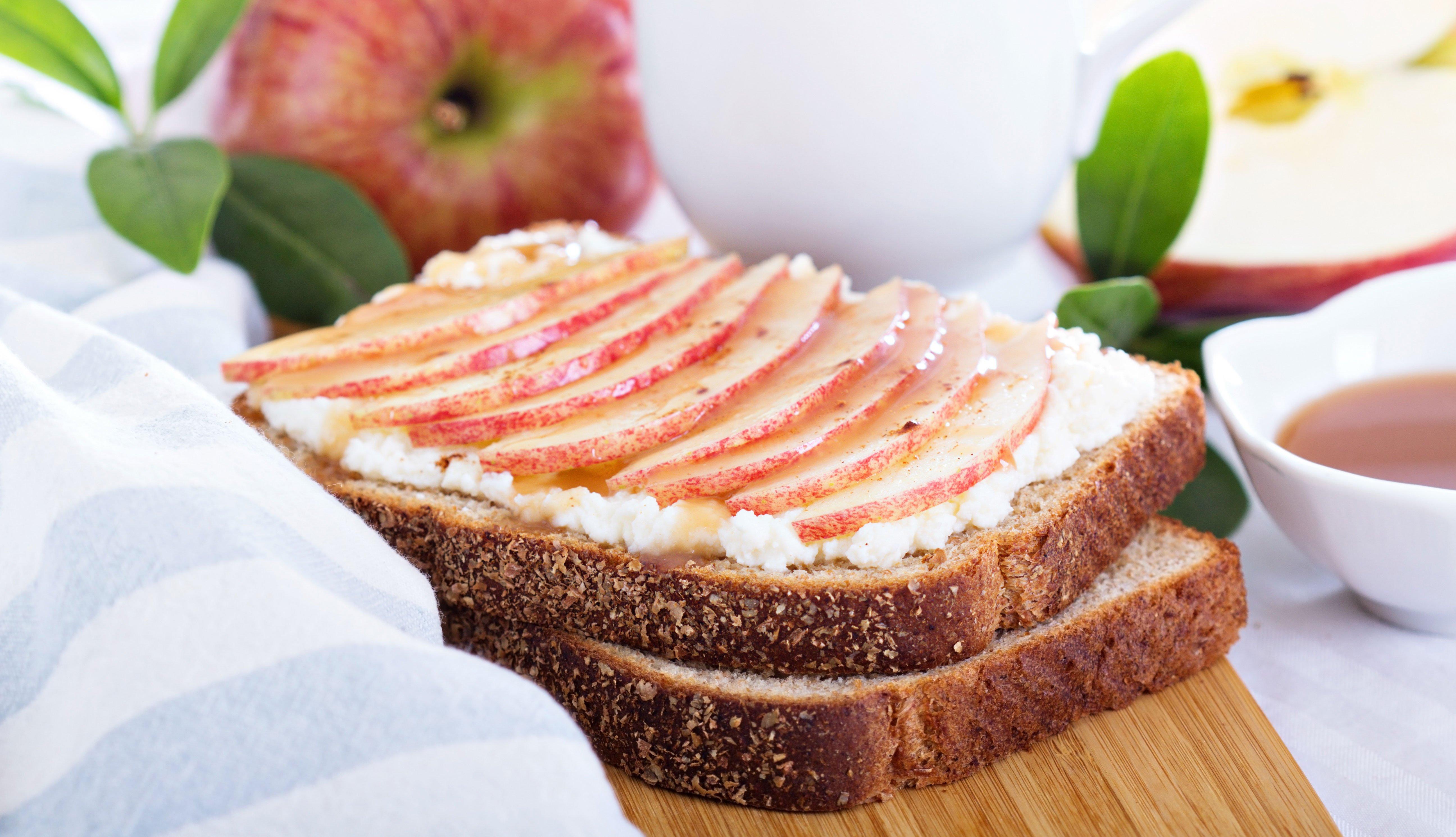 Sándwich de manzana y queso
