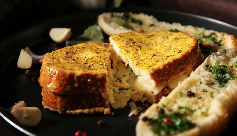 Sándwich de pan con ajo