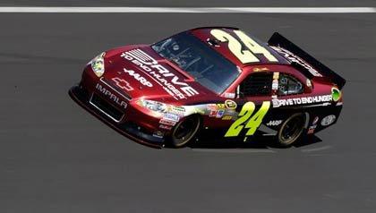 El carro de Jeff Gordon corre en la NASCAR este fin de semana.