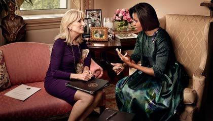 Michelle Obama y Jill Biden hablando - Madres con la misión de ayudar a las familias militares