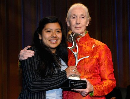 Erica Fernandez con Jane Goodall, Ph.D., DBE