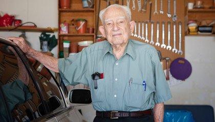 Frank Kormos, del Programa de Seguridad de manejo AARP en Texas, dice que los asistentes aprenderán como ayudar a salvar vidas y una de esas puede ser la suya propia.