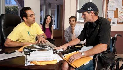 Spencer Aronfeld (izquierda) abogado de la organización: Abogados el Rescate