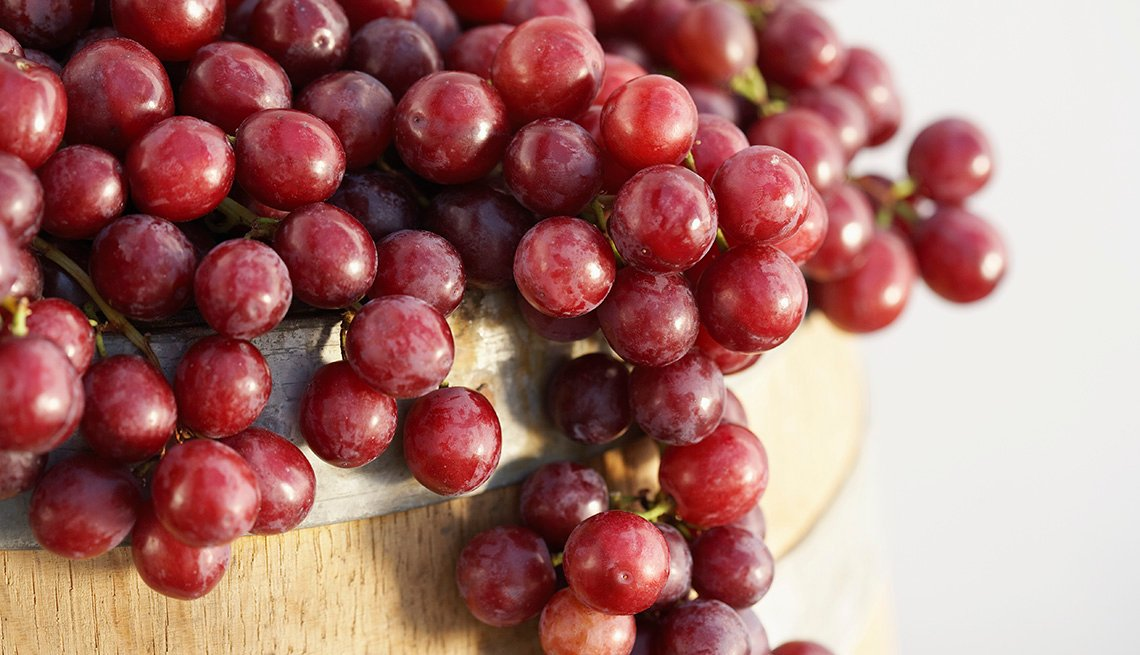 Bunch Red Grapes, Foods That Help Alleviate Pain