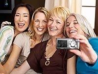 Amigas se toman una foto - 9 maneras de hacer amigos y mejorar la salud del cerebro
