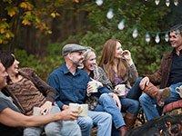 Socialize con sus amigos - Consejos económicos para estimular la capacidad mental