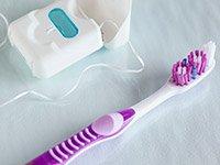 Cepillese los dientes y use la seda dental - Consejos económicos para estimular la capacidad mental