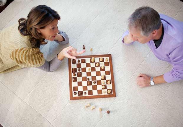 Keep Playing Childhood Games Chess Man Woman Floor ESP