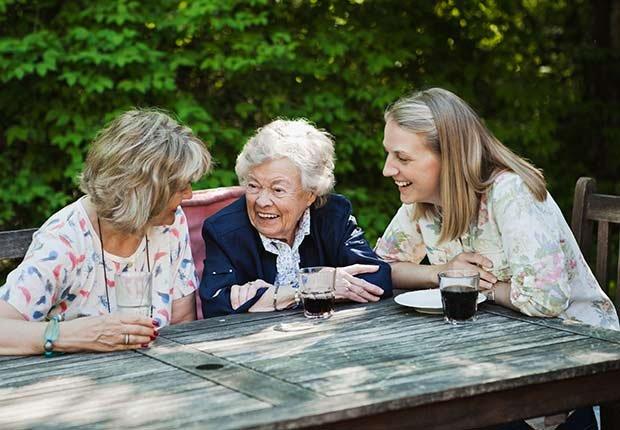 Keep Playing Childhood Games Table Talking Women ESP