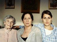 3 generaciones de mujeres: Alzhiemers un vínculo materno