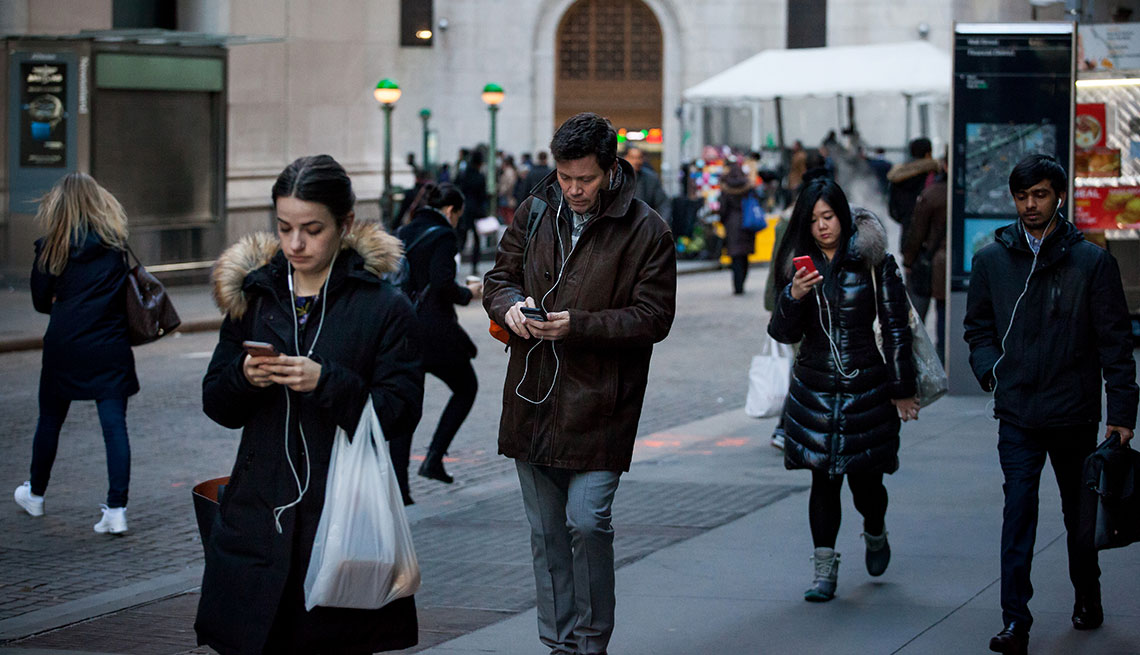 Distracted By Technology Focusing >> Attention Spans Focus Affected By Smartphone Use