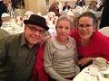Un hogar para mamá - Eduardo Díaz, Elisa G. Díaz, Kathy Díaz. (Hermano, madre y escritora) Juntos en una fiesta de aniversario en el 2015.