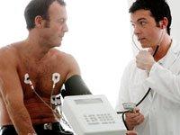 Paciente tomandose un exámen médico