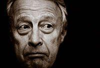 Hombre con cara de preocupación - Los hombres mayores deben hacerse la prueba para el cáncer de próstata