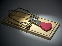 Corazón rojo ubicado en una trampa de ratón - Lo que usted no sabe acerca de los ataques al corazón podría matarlo