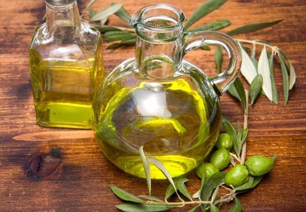El aceite de oliva en una botella - 10 Beneficios del aceite de oliva