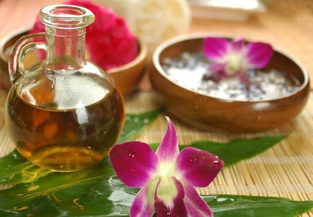 Bodegón de aceite de oliva en un ambiente de spa - 10 Beneficios del aceite de oliva