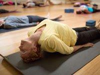 Edie haciendo yoga un par de semanas antes de la cirugía  - La lucha contra el cáncer