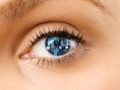 La mujer de los ojos con el reflejo digital en el iris, Quiz-Enfermedad diabética del ojo entre los latinos en Estados Unidos.