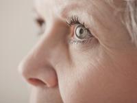Primer plano de los ojos de una mujer - ¿existe un vínculo de enfermedades para los ojos?