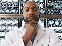 Médico con rayos X - Examenes medicos que son innecesarios
