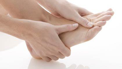 Masaje en los pies - Dolor en los pies, causas y tratamiento