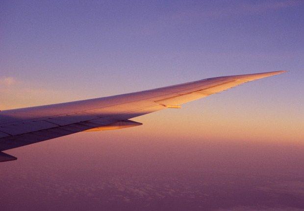 Ala de un avion en pleno vuelo - Aerofobia, miedo a volar - Fobias comunes