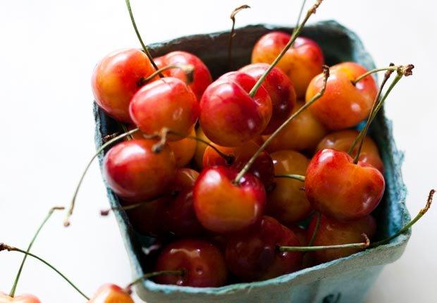 Cesta de cerezas - 7 formas de prevenir la artritis