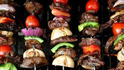 Carne y las verduras en una parrilla - Síntomas de intoxicacion - Prevenir contagio ecoli, listeria, salmonela