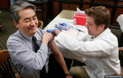 flu shot influenza symptoms vaccine stomach needle nasal options health winter (Rich Pedroncelli/AP Photo)