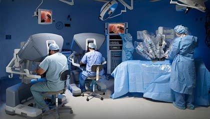 Una toma de una sala de operaciones - Beneficios y riesgos de la cirugía robótica